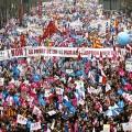 La France est dans la rue, le pouvoir envoie les CRS et les médias regardent ailleurs...