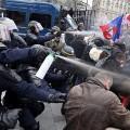 Les robocops de Manuel Valls gazant les participants de la Manif pour Tous du 24 mars 2013