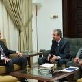 Le Président syrien Bachar Al-Assad lors de son entrevue avec  Al-Thawra