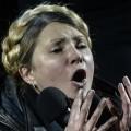 Sur la place de Maïdan, Ioulia Timochenko n'a pas attendu une seconde pour immédiatement essayer de tirer ses petits marrons du feu ukrainien...