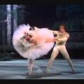 Un peu de beauté dans un monde de brutes : Rudolf Noureev dans Le Lac des Cygnes (1975)