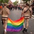 La Marche des Fiertés, ou Gay Pride... un carnaval communautaire qui, grâce au lobby LGB,  réveille plus l'homophobie qu'il ne la combat...