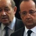 Le consternant binôme Hollande-Le Drian est en train de détruire méticuleusement l'instrument de défense français..