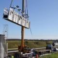 Le portique écotaxe de la quatre-voies Cholet-Nantes en cours de démontage..