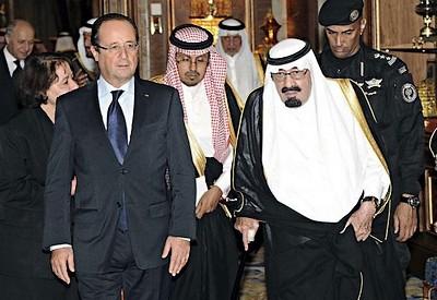 François Hollande avec le Roi d'Arabie Saoudite, ou quand l'Occident des Droits de l'homme (sic) lèche léchait les babouches d'un des pires dicateurs de la planète...