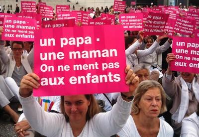 Slogan homophobe écoeurant