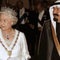 A côté de la reine Elizabeth II, le Roi Abdallah faisiat presque figure de SDF...
