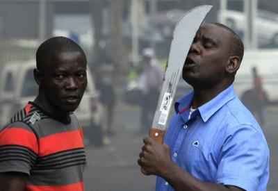 http://www.laplumeagratter.fr/wp-content/uploads/2015/05/LAfrique-du-Sud-voit-la-violence-xenophobe-se-d%C3%A9chainer-mais-cette-fois-les-m%C3%A9chants-blancs-ny-sont-pour-rien.jpg