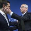 Juncker et la carpette Tsipras l'image qui dit tout de la trahison invraisemblable