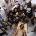 Kadhafi, renversé illégalement, capturé vivant mais massacré, empalé vif devant les services français, au nom des droits de l'h
