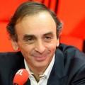 «François Hollande, c'est Mini-Blum et Mini-Mitterrand, mais il distribue le maximum» – La chronique d'Eric Zemmour (05 mai 2016)