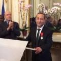 Tarek Obrou lors de sa remise de Légion d'honneur par Alain Juppé